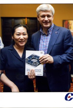Donia_Zhang_Book_Former_Prime_Minister_Stephen_Harper_2015_10_11